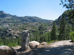 Dirt_road,_Donner.jpg