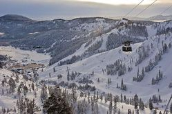 Squaw_Valley_Gondolta_and_Cable_Car_(13).jpg