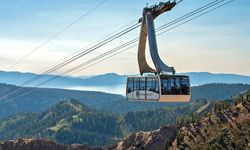 Squaw_Valley_Gondolta_and_Cable_Car_(4).jpg