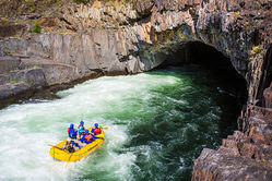 Tunnel_Chute_Rafting-04~0.Jpg