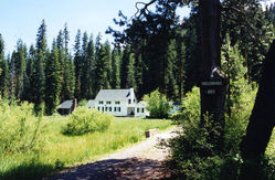 colinial_and_cabin,_meadow~0.jpg